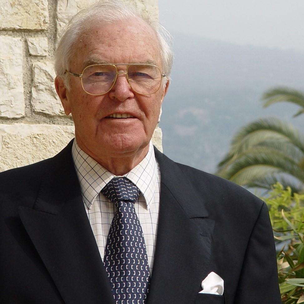 Spezialisierte Nasenchirurgie mit Prof. Dr. med. Claus Walter, Gründungsmitglied der European Academy of Facial Plastic Surgery